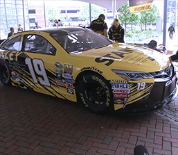 Carl Edwards & Stanley Racing (2016)